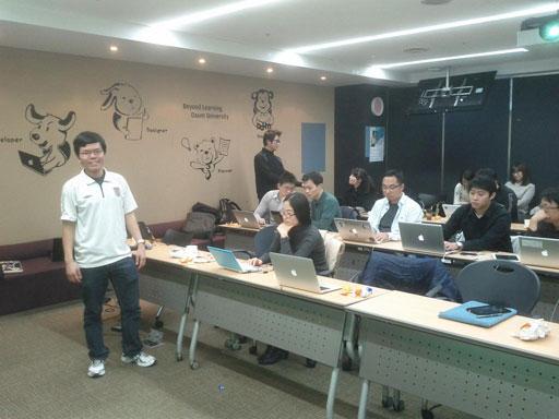 Gary Kwong과 참석자